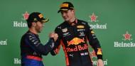 Pierre Gasly y Max Verstappen en el GP de Brasil 2019 - SoyMotor.com