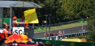 Ricciardo abandonó en Hungría tras un toque con Verstappen - SoyMotor