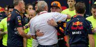 Helmut Marko y Max Verstappen en Sepang - SoyMotor.com