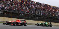 Marussia y Caterham, compitiendo en Interlagos - LaF1