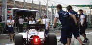 Felipe Massa regresando al garaje en Australia - LaF1