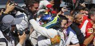 Massa, celebrando con los mecánicos su podio en Monza, está viviendo una segunda juventud - LaF1