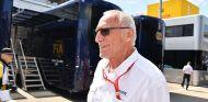 Reunión secreta entre Mateschitz y Malone por el futuro de la F1 - SoyMotor.com