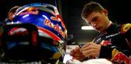 Max Verstappen durante la segunda jornada de test en Barcelona - LaF1.es
