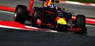 Verstappen se ha estrenado con Red Bull en los Libres 1 - LaF1