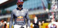 Verstappen, aún algo dolorido un día tras su accidente en Silverstone - SoyMotor.com