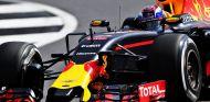 Max Verstappen durante la clasificación en Silverstone - LaF1