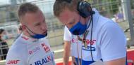 """Mazepin, tras su lucha en pista con Schumacher: """"Los pilotos de élite no intentamos asustar a nadie"""" - SoyMotor.com"""