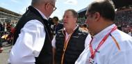 Ross Brawn y Zak Brown en el GP de Italia 2019 - SoyMotor.com