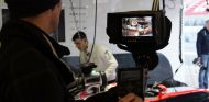 Jenson Button en el box durante el filming day de McLaren en Montmeló - LaF1