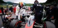Fernando Alonso en la parrilla de Austria - LaF1