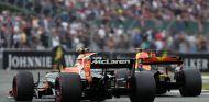 Vandoorne y Ricciardo durante un Gran Premio esta temporada - SoyMotor.com