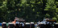 Alonso y Palmer durante una carrera esta temporada - SoyMotor.com