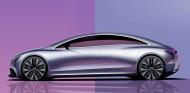 El EQE (en imagen) y el EQS ya apuestan por unos pilares mucho más progresivos que la berlina clásica - SoyMotor.com