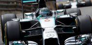 Nico Rosberg, seguido por Lewis Hamilton en Montecarlo - LaF1