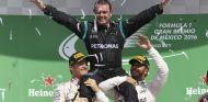 Lewis Hamilton y Nico Rosberg en el podio de México - LaF1