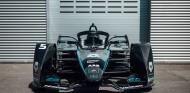 Mercedes también tiñe de negro su Fórmula E contra el racismo - SoyMotor.com