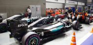 Los Mercedes en el parc fermé de Singapur - LaF1