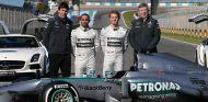 Hamilton, con Wolff, Rosberg y Brawn en la presentación del W04 - SoyMotor