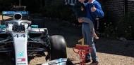 Muere el niño que inspiró a Hamilton para ganar el GP de España 2019 - SoyMotor.com