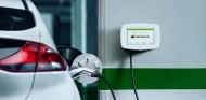 Las iniciativas de BMW y Mercedes para la electrificación: instalación de cargadores y tarifas planas