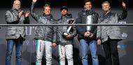 Zetsche, Rosberg, Hamilton, Wolff y Weber en la celebración de los títulos - LaF1