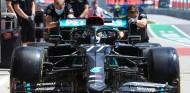 Mercedes se pasa al negro con su W11 en contra del racismo - SoyMotor.com