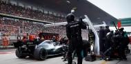 Parada en boxes de Lewis Hamilton en el GP de China F1 2019 - SoyMotor