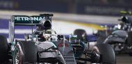 Hamilton y Rosberg sufrieron con un Mercedes poco competitivo en Singapur - LaF1