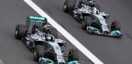 Nico Rosberg en paralelo con Lewis Hamilton durante el Gran Premio de Australia - LaF1