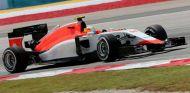 Roberto Merhi rodando con el Manor en Sepang - LaF1.es