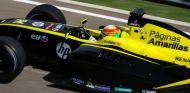 Roberto Merhi subido en su coche del equipo Pons de las World Series - LaF1