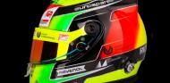 Mick Schumacher muestra el casco que usará en su salto a la F2 - SoyMotor.com