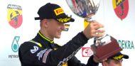 Mick Jr en el podio de Oschersleben - LaF1