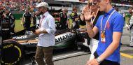 Mick Schumacher en la parrilla de un GP de F1 - SoyMotor.com