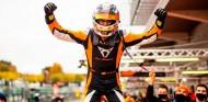 Mikel Azcona confirma su dominio en Spa con otra remontada impecable - SoyMotor.com
