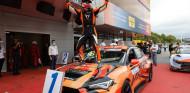 Mikel Azcona ya es doble campeón del TCR-Europe - SoyMotor.com