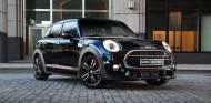 El 'Midnight Black' es el color que conjunta este Mini Cooper S Carbon Edition - SoyMotor