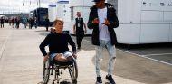 Billy Monger y Lewis Hamilton en Silverstone - SoyMotor