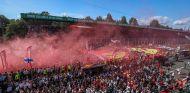 Aficionados invaden la pista en el GP de Italia 2017 - SoyMotor.com