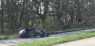 Choque entre un Morgan 4/4 y un Peugeot 206 - SoyMotor.com