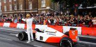 El nuevo F1 2017 de Codemasters tendrá cuatro McLaren históricos - SoyMotor.com