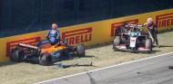Carlos Sainz tras el accidente en el GP de la Toscana F1 2020 - SoyMotor.com