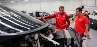 Nani Roma ya conoce su nueva arma para el Dakar 2022 - SoyMotor.com