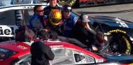 Nascar: Suárez y McDowell llegan a las manos - SoyMotor