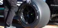 Bottas toma el relevo de Hamilton con los Pirelli de 18 pulgadas - SoyMotor.com