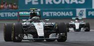 Wolff duda si mantener la misma alineación de pilotos - LaF1