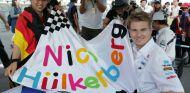 Nico Hülkenberg con los fans japoneses - LaF1