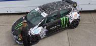 Nicolas Hamilton con su nuevo coche - SoyMotor.com