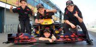 Niños piloto que acompañarán a los miembros de la parrilla en Australia - SoyMotor.com